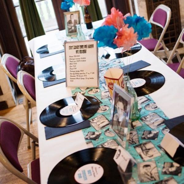 меню и стол на свадьбе в стиле Стиляги