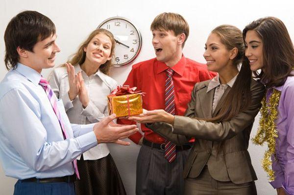 празднование дня рождения в рабочем коллективе