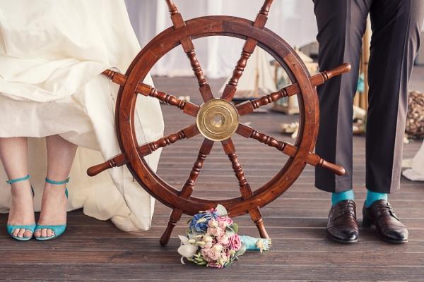 свадьба в морском стиле фото штурвала