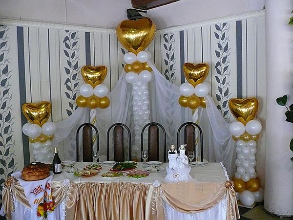 шары для создания колонн в свадебном зале