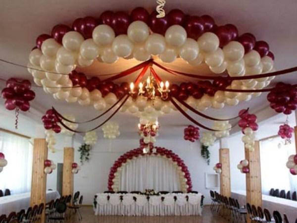 люстра из шариков на свадьбу в банкетный зал