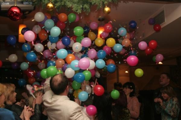 сюрпризы на свадьбе в воздушных шарах