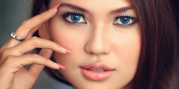 свадебный макияж для голубоглазой брюнетки